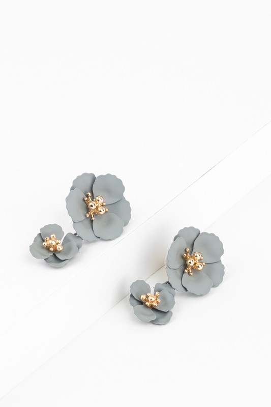 Dainty Flower Post Earrings - Grey