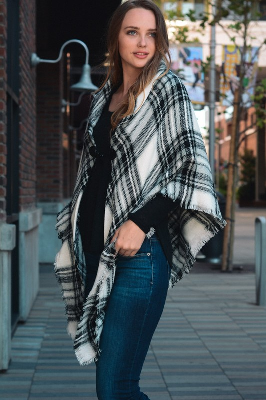 Classic Flannel Poncho With Toggle - White/Black
